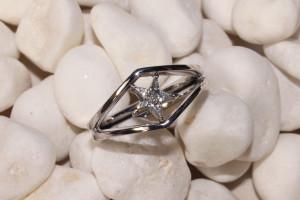 anillo de compromiso estrella diamantes